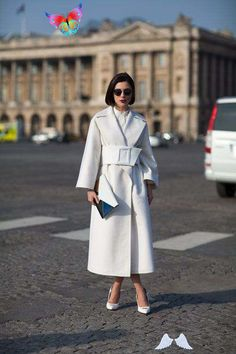 Street Style Fall 2013: Paris Fashion Week Paris Street Style Fall 2013 - Paris Fashion Week Style Fall 2013 - Harper's BAZAAR<br> See the most chic on the streets of Paris Fashion Week. Plaid Fashion, Tomboy Fashion, Green Fashion, Look Fashion, Autumn Fashion, Fashion Shoes, Girl Fashion, Street Style Trends, Autumn Street Style