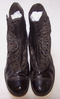d49b2b77a110 Victorian-era Women s Black Leather High-top Button Boots (Sonnenberg  Collection) Sort