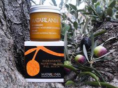 Hidratante Nutritiva Bio Piel MIxta Matarrania Candle Jars, Candles, Starbucks Iced Coffee, Coffee Bottle, Natural Cosmetics, Facial Care, Exfoliating Scrub, Fur, Candle Mason Jars