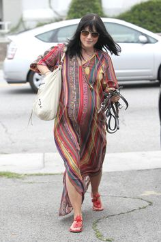 Selma Blair's bohemian maternity dress - love it! Bohemian Maternity Dress, Stylish Maternity, Maternity Wear, Maternity Dresses, Maternity Style, Pregnancy Fashion Winter, Summer Maternity Fashion, Selma Blair, Hippie Style
