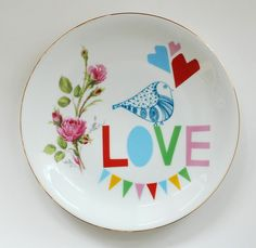 New prints on old plates Diy Tableware, Ceramic Tableware, Ceramic Pottery, Kitchenware, Vintage Plates, All You Need Is Love, Be My Valentine, Screen Printing, Crafty