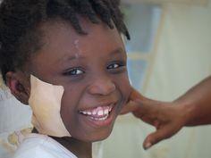 #KitSanitario | Regali solidali | Superegali  La salute prima di tutto.    Per difendere i bambini di Haiti e del Mozambico da malattie o infezioni che potrebbero compromettere la loro vita.    Regala questa protezione essenziale.