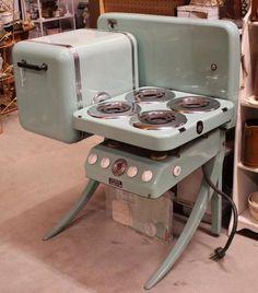 Best Behr Premium Interior Paint Colors for a Vintage Style Kitchen Rustic Kitchen Design, Home Decor Kitchen, Vintage Kitchen, Kitchen Layout, Kitchen Designs, Kitchen Stove, New Kitchen Cabinets, Old Stove, Antique Stove
