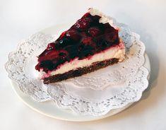 Dnes jsme si pro vás připravili recept na tento úžasný dort s lesním ovocem. Chutná výborně, určitě vyzkoušejte. V receptu najdete také protein, který můžete vynechat ( kdo nepoužívá). I sladidlo můžete vynechat ( pro ty, co mají rádi sladší, doporučuji použít med). Jak udělat korpus Budeme potřeb Cheesecakes, Tiramisu, Dip, Ethnic Recipes, Food, Fine Dining, Salsa, Essen, Cheesecake