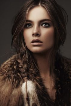 Love the messy style of this loose fishtail tied with a feathered hair accessory paired with an earth toned makeup!