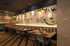 Located in the metropolitan area, Fish & Co. strives to bring a seaside atmosphere thru the play of its interior design.