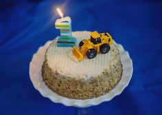 Work truck birthday cake for 1 year old. Can use a tractor, dump truck, digger or backhoe! Jessica Nazarova Photography, DC area