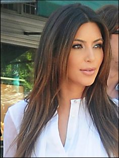 49 Super Ideas haircut middle part kim kardashian Good Hair Day, Great Hair, Kim Kardashian Hair, Kardashian Beauty, Long Natural Curls, Face Hair, Hair Dos, Gorgeous Hair, Her Hair