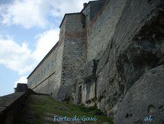 La cittadina di Gavi e il suo rinomato Forte