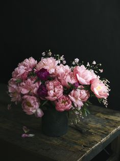 Beautiful peonies - would love to have these in my living room right now. Too die for!