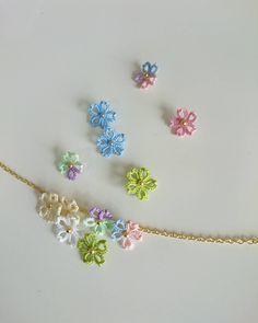 Diy Crochet And Knitting, Crochet Bows, Crochet Motifs, Crochet Flower Patterns, Crochet Flowers, Needle Tatting, Tatting Lace, Tatting Jewelry, Beaded Jewelry