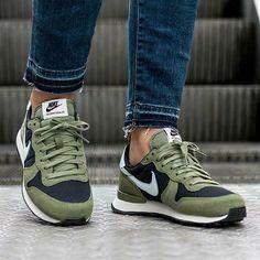 Nike Internationalist, Black Nike Sneakers, Black Nikes, Nike Trainers, Women's Sneakers, Sneaker Outfits, Sneakers Fashion, Fashion Shoes, Mens Fashion