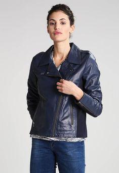 Stylizacje dnia z Inspiruj.net – Granaty i błękity na chłodniejsze dni - KobietaMag.pl Motorcycle Jacket, Dark Blue, Leather Jacket, Navy, Denim, Jackets, Fashion, Studded Leather Jacket, Down Jackets