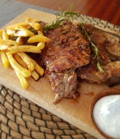 Μοσχαρίσια μπριζόλα σε σάλτσα μπύρας | Cookos Steak, Food, Essen, Steaks, Meals, Yemek, Eten
