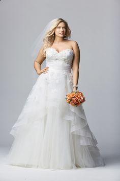 Tips to Choosing The Right Wedding Dress for Plus Sizes | Read more: http://simpleweddingstuff.blogspot.co.id/2016/07/tips-to-choosing-right-wedding-dress.html#.V4gCaKkwpok