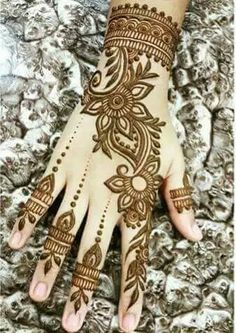 Mehndi design is one of the most authentic arts for girls. The ladies who want to decorate their hands with the best mehndi designs. Arabic Henna Designs, Mehndi Designs 2018, Mehndi Designs For Girls, Mehndi Designs For Beginners, Modern Mehndi Designs, Mehndi Design Pictures, Wedding Mehndi Designs, Henna Tattoo Designs, Mehndi Images