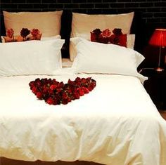 Romantic Bedrooms Ideas beautiful but the candels are too much. plus that is just an