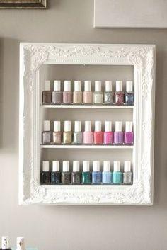 Wählen Sie aus 3 Größen, um Ihre schönen Poliermittel als Kunst anzuzeigen! Dies ist der perfekte Weg um Ihren Nagellack anzuzeigen und zeigen die schönen Flaschen und Farben in den perfekten Rahmen. Obwohl so konzipiert, dass eine Vitrine, dies ist auch eine perfekte Lagerung-Element, Abholung frames ein paar koordinieren und erstellen eine Galerie-Wand zu Hause oder im Salon! Dieses Gestell ist handgefertigt - montiert und von hand bemalt. Dies ist ein Frame Upcycled (wie gezeigt) 15 X…