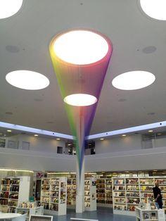 Hilos de color y luz por Gabriel Dawe  http://www.gabrieldawe.com/