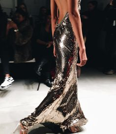 Shine bright. ✨ The @jennypackham collection was inspired by the 70s and 80s. This one has us in a trance  #nyfw #jennypackham #fw2016