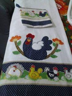 Pano de prato em sacaria forrada, bordado à máquina com barrinha de tecido em algodão .