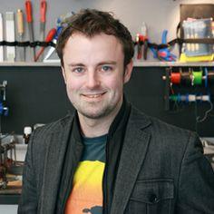 Fabian Hemmert ist Design Researcher mit dem Schwerpunkt Interaktionen zwischen Mensch und Technologie. Er ist PhD-Student am Research Lab der UdK Berlin. Vorher arbeitete er für Nintendo und Marvel.