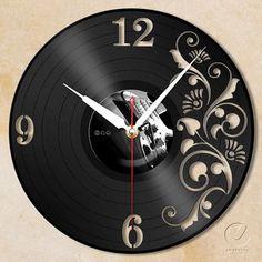 vinyl wall clock flower by Anantalo on Etsy Vinyl Record Crafts, Vinyl Record Clock, Vinyl Crafts, Vinyl Art, Clock Art, Diy Clock, Vynil, Clock Flower, Old Vinyl Records