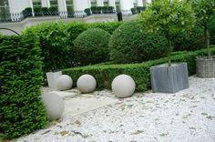 The Clean Garden of The Hempel Hotel London ! concrete spheres