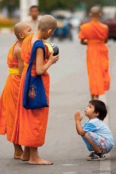 child monk of budda साठी प्रतिमा परिणाम Religions Du Monde, Cultures Du Monde, Burma, Little Buddha, Thailand Photos, Buddhist Monk, Cultural Diversity, Meditation Music, People Around The World