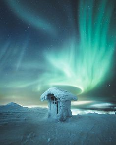 Northern lights above the arctic toilet in Levi Finland – Winterbilder