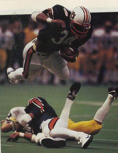 1985 winner, senior running back Bo Jackson, for Auburn. First overall NFL draft pick. College Football Players, National Football League, Football Fans, Oakland Raiders Football, Auburn Football, Auburn Tigers, Baseball, Best Running Backs, Bo Jackson