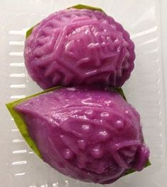 Singapore Home Cooks: Purple Sweet Potato Ang Ku by Siewloon Ho Traditional Chinese Food, Traditional Cakes, Asian Snacks, Asian Desserts, Chinese Bun, Steamed Cake, Purple Sweet Potatoes, Singapore Food, Ube