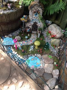 Kids Fairy Garden, Gnome Garden, Fairies Garden, Flower Bed Designs, Little Gardens, Garden Markers, Miniature Fairy Gardens, Fairy Houses, Amazing Gardens