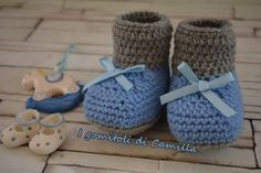 scarpine di lana a uncinetto