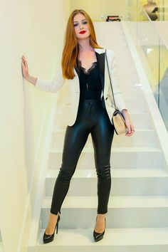 """Looks With Leather Pants """" 15 Ideas To Get Out Of The Same Way! - Trendy Queen : Leading Magazine for Today's women, Explore daily Fashion, Beauty & Lifestyle Tips Chic Outfits, Spring Outfits, Fashion Outfits, Womens Fashion, Fashion Trends, Leather Look Jeans, Look Office, Look Blazer, Best Leggings"""