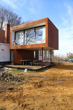 homify 360 °: Extension on stilts of a detached house Rendez-vous in Ro . Box House Design, Modern House Design, Tiny House Community, Exterior Cladding, Box Houses, Tiny House Plans, Architect House, House Extensions, Home Additions
