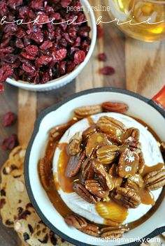 [holiday appetizer] Pecan Praline Baked #Brie | www.somethingswanky.com