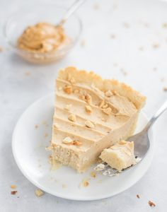 Wondering how to enjoy keto desserts during the hotter months without turning on the oven? Enter this Keto Peanut Butter Pie Recipe! It's gluten-free, low carb and a no-bake recipe just in time for summer. The homemade pie gets stored in the freezer and is just 8.9g net carbs per serving! Pie Recipes, Sweet Recipes, Baking Recipes, Dessert Recipes, Low Carb Peanut Butter, Peanut Butter Brownies, Low Carb Summer Recipes, Low Carb Brownie Recipe, Low Carb Pie Crust