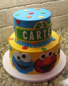 cute Sesame Street cake for a kids party! This was my birthday theme! I want just that top half 1st Birthday Themes, 2 Birthday Cake, Birthday Ideas, Sesame Street Cake, Sesame Street Birthday, Sesame Street Cupcakes, Cupcakes Lindos, Elmo Cake, Elmo Party