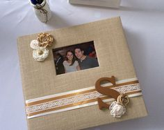 Cute, custom scrapbook album perfect for gifts, or any rustic or vintage-themed event. This listing is for one personalized burlap scrapbook Scrapbook Cover, Scrapbook Cards, Scrapbooking Ideas, Journal Covers, Book Journal, Homemade Wedding Gifts, Wedding Photo Albums, Burlap Crafts, Burlap Flowers