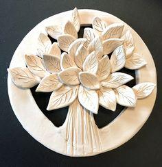 My beautifull tree Hand Built Pottery, Slab Pottery, Ceramic Pottery, Clay Art Projects, Ceramics Projects, Polymer Clay Crafts, Diy Clay, Pottery Handbuilding, Clay Ornaments