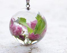 Collana fatta a mano in resina con fiori secchi reale blu di legno nontiscordardimé (Myosotis sylvatica). Simpatico omaggio per una persona cara, come ... ✤ॐ ♥ ▾ ๑♡ஜ ℓv ஜ ᘡlvᘡ༺✿ ☾♡ ♥ ♫ La-la-la Bonne vie ♪ ❥•*`*•❥ ♥❀ ♢♦ ♡ ❊ ** Have a Nice Day! ** ❊ ღ‿ ❀♥ ~ Tu 24th Nov 2015 ... ~ ❤♡༻ ☆༺❀ .•` ✿⊱ ♡༻ ღ☀
