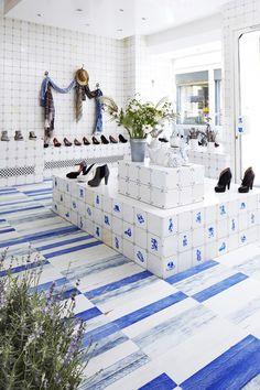 Modern Wood Flooring white blue parquet by Virginia Maissen Pisa, Modern Wood Floors, Blog Design Inspiration, Architectural Features, Plank Flooring, Spring Home, Commercial Design, Floor Rugs, Store Design