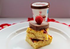 Good morning Wheyhey Family and Happy Valentine's Day to you all! We have a recipe filled with chocolate, raspberries and cake! The ideal recipe for lovebirds orthose that want a dessert that loves you back! It's a protein-packed, healthy and indulgent treat. This fruity sponge served with frozen chocolate hearts,tastes even better than it looks …