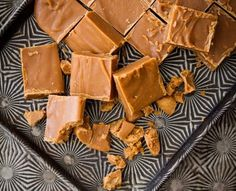 This is very similar to my favourite fudge recipe! April or search 'fudge'. Personally I'm not using Nestle condensed milk though. Fudge Recipes, Candy Recipes, Wine Recipes, Sweet Recipes, Dessert Recipes, Desserts, Crumbly Fudge Recipe, Yummy Treats, Gifts