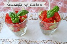 Un modo diverso per presentare un classico della cucina mediterranea...la panzanella! Ricetta veloce e golosissima in bicchiere