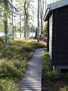 mökki arkistot - At Maria's Cabins In The Woods, House In The Woods, Landscape Design, Garden Design, Garden Studio, Cabins And Cottages, Rustic Lake Houses, Terrace Garden, Summer Cabins