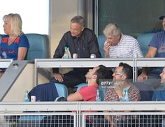 Fotografía de noticias : Jake Johnson and Gary Sinise attend game 4 of the...