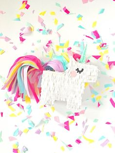There's no fun celebration with smashing a pinata in it. These pinata craft ideas will make the party or celebration more special. Adult Crafts, Diy And Crafts, Crafts For Kids, Paper Crafts, Unicorn Birthday Parties, Birthday Diy, Unicorn Party, Diy Piñata, Rainbow Pinata