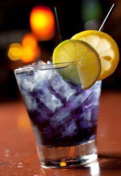Purple People Eater: Captain Morgan Rum, Blue Curacao, splash of Cranberry Juice, splash of Sprite & a splash of Pineapple Juice. Lemon to garnish Non Alcoholic Drinks, Bar Drinks, Cocktail Drinks, Yummy Drinks, Cocktail Recipes, Beverages, Vodka Drinks, Cocktail Shaker, Smoothies